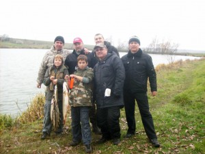 Пока родители отдыхали, дети наловили рыбы