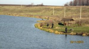 Рыбаки на водоеме